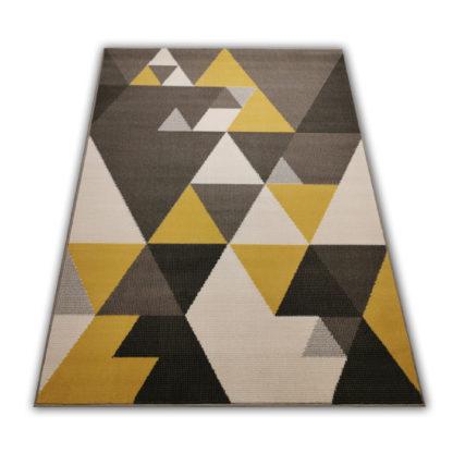 Modny dywan w trójkąty
