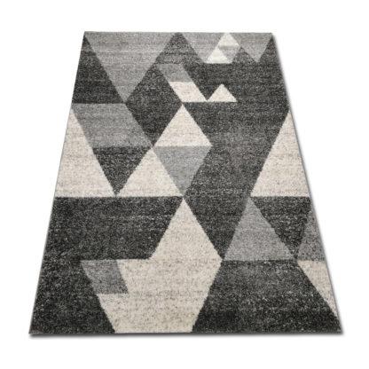 dywan w szare trójkąty