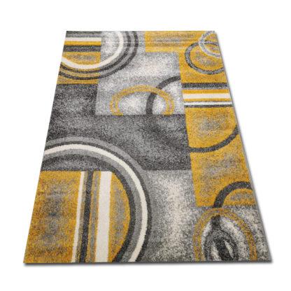 żółte kółka na dywanie