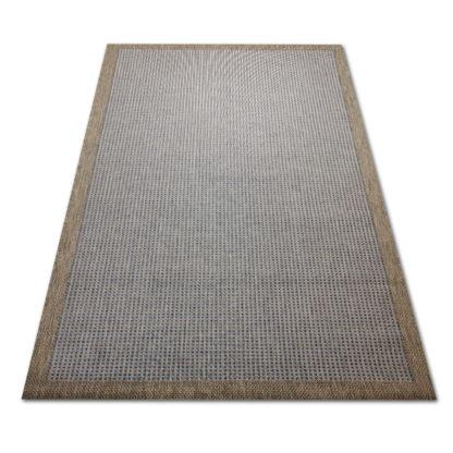 Niebieski dywan z ramką