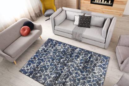 ciemny geometryczny dywan