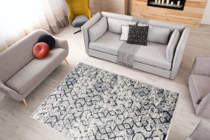 nowoczesny geometryczny dywan przecierany