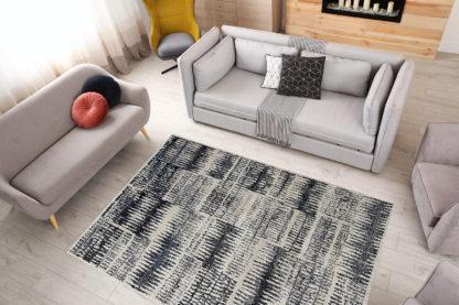 Modernistyczny dywan jasny