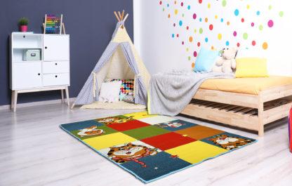 kolorowy dywan w koty