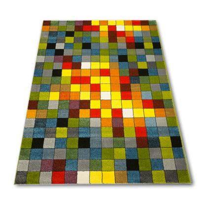 dywan w kolorowe kostki
