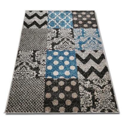 nowoczesny dywan w kwadraty niebieskie