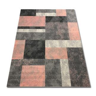 Różowy dywan w kwadraty